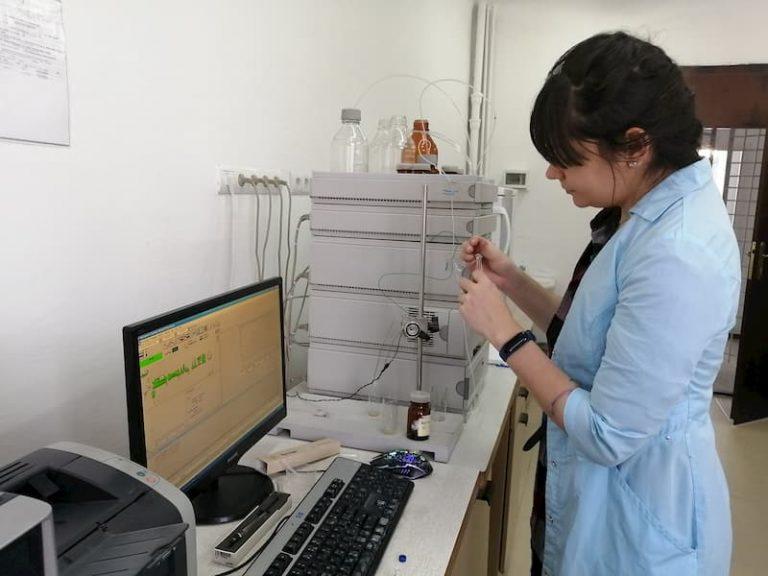 Проведение хромтаографических анализов, ВЭЖХ, Ажилент-1100